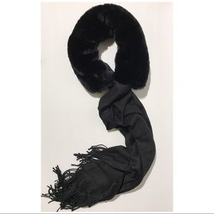 Scarf with removable faux fur scholar.